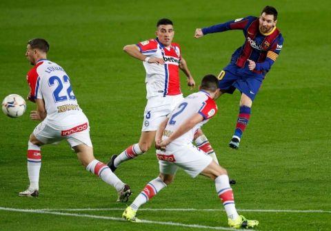 ميسي يقود برشلونة لسحق ألافيس بخماسية